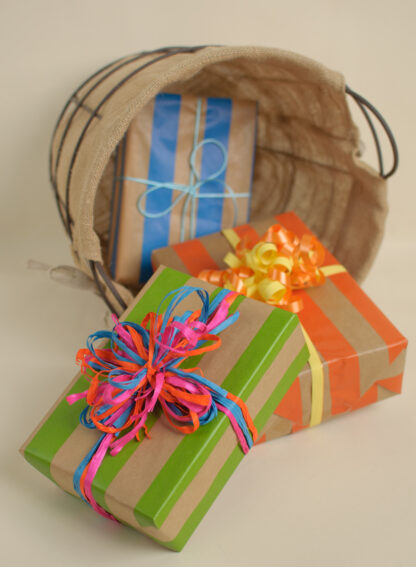 Ribbed Rand Wrapping Paper with Raffia and Satin Ribbon