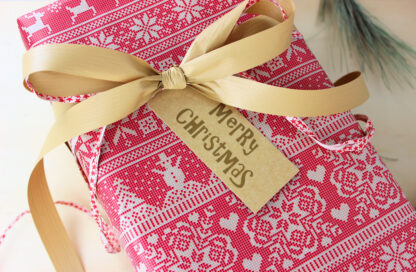 Strikk Wrapping Paper with Matte Ribbon and Tag